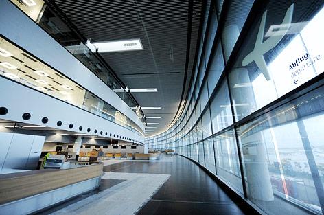 """Blick in das Innere des Terminals """"Skylink"""""""