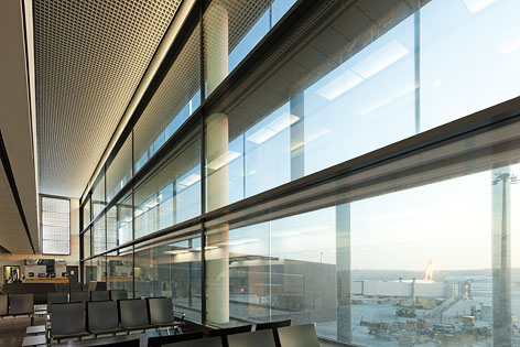Skylink, Flughafen Wien AG, Pier Süd Fensterfront