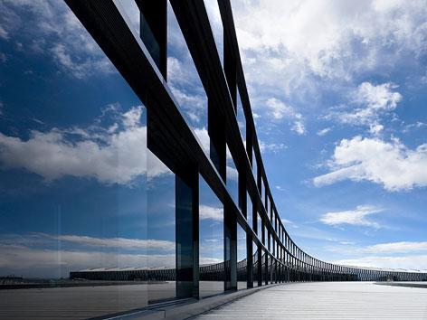 Skylink Terminalerweiterung, Flughafen Wien AG, Landsidefassade über dem Vordach