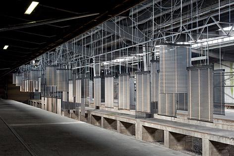 Haegue Yangs Installation aus Aluminium-Jalousien bei der documenta 13