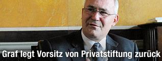 Der dritte Nationalratspräsident Martin Graf während eines Interviews