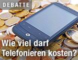 Smartphone liegt auf Münzen