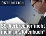 Verteidigungsminister Norbert Darabos streicht SS-Kriegsverbrecher aus Totenbüchern