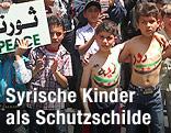 Syrische Kinder demonstrieren