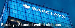Barclays-Logo auf Gebäude