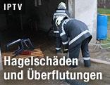 Feuerwehr beim Abpumpen eines Kellers