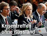 US-Außenministerin Hillary Clinton mit dem deutschen Außenminister Guido Westerwelle  und dem französischen Amtskollegen Laurent Fabius