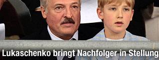 Der weißrussische Präsident Alexander Lukaschenko mit seinem Sohn