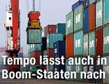 Container werden in einem Hafen in China verladen