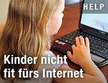 Mädchen vor Laptop