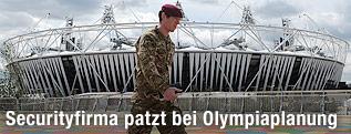 Britischer Soldat vor dem Olympic Park in Stratford in London