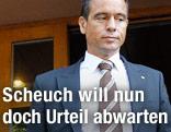 Der veruteilte FPK-Landesparteichef Uwe Scheuch verlässt das Gericht