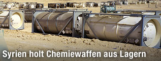 Chemiecontainer in der Wüste