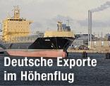 Schiff am Hamburger Hafen