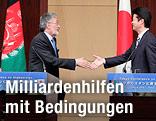 Japanischer Außenminister Koichiro Gemba und Afghanistans Außenminister Zalmai Rassoul