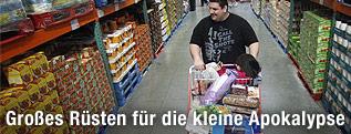 US-Amerikaner bei einem Großeinkauf im Supermarkt