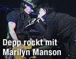Johnny Depp mit Gitarre und Marilyn Manson mit Mikrophon