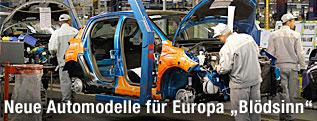 Arbeiter in einer Autofabrik in Poissy (Frankreich)