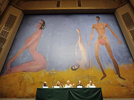 """Der von Franz West gestaltete """"Eiserne Vorhang"""" in der Staatsoper"""