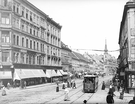 Abschnitt Gerngroß-Herzmansky-Stiftskirche vor der baulichen Neugestaltung des Kaufhauskomplexes im Jahr 1908