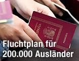 Hände halten EU-Reisepässe
