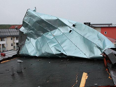 Ein abgedecktes Blechdach bei Krems