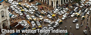 Verkehrschaos auf einer indischen Kreuzung