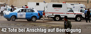 Polizeiauto und Rettungswagen in Jemen