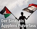 Mann schwenkt Flagge von Palästina und Ägypten