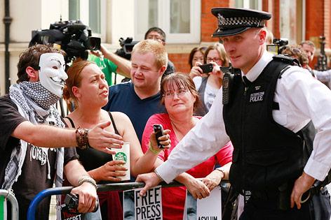 Fans von Julian Assange