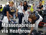 Italiens Damen-Volleyballteam auf dem Flughafen Heathrow