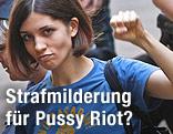 Nadeschda Tolokonnikowa (Pussy Riot) mit geballter Faust