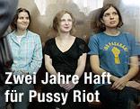 Drei Mitglieder der russischen Punk-Band Pussy Riot bei der Urteilsverkündung