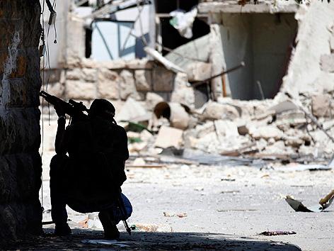 Ein Soldat der Freien Syrischen Armee in Stellung in Aleppo