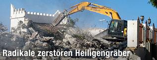 Bulldozer zerstört Moschee in Tripoli