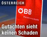 Kleine Fahne mit dem ÖBB-Logo steht auf einem Tisch