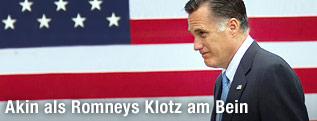 US-Präsidentschaftskandidat Mitt Romney vor der amerikanischen Flagge