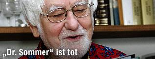 """Martin Goldstein alias """"Dr. Sommer"""" mit Bravo-Magazin"""