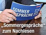 """Schild mit Aufschrift """"Sommergespräche 2012"""""""
