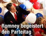 Mitt Romney umgeben von Luftballons