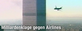 Ein Videograb des russischen Senders NTV zeigt wie ein Flugzeug auf das WTC zufliegt