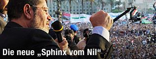 Ägyptens Präsident Mohammed Mursi hält vor einer Menschenmenge eine Rede