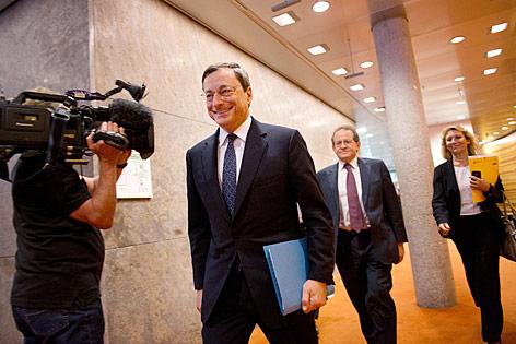 EZB-Chef Mario Draghi auf dem Weg zur Pressekonferenz