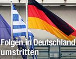 Die EU-, Griechenland- und Deustchland-Fahne nebeneinander