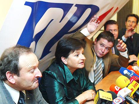 Ex-FPÖ-Parteiobfrau Susanne Riess-Passer, Hubert Gorbach, Klubobmann Peter Westenthaler, Verteidigungsminister Herbert Scheibner und Finanzminister Karl Heinz Grasser im September 2002