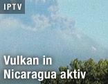 Rauchwolke über Vulkan
