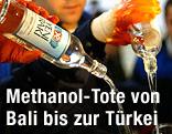 Flaschen von Yeni Raki werden entleert