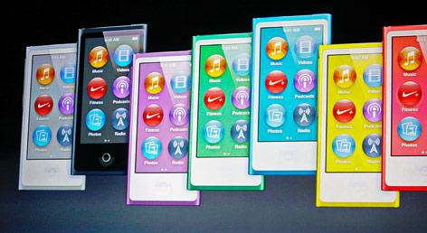 Mehrere iPod Nanos werden auf einer Videowand projiziert