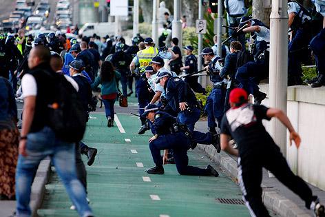 Polizei und Demonstranten gegen das Mohammed-Video in Sydney