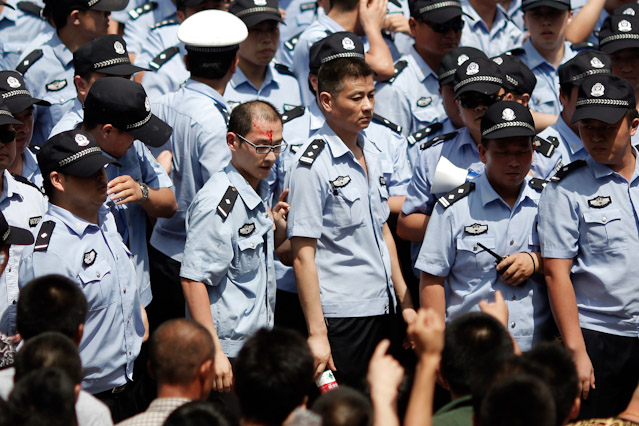 Verletzter Polizist in Qidong